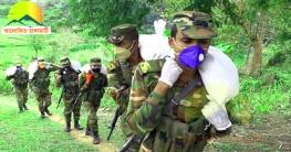 রাঙামাটির দুর্গম অঞ্চলেও বাড়ি বাড়ি ত্রাণ পৌঁছে দিচ্ছে সেনাবাহিনী