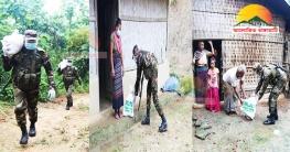 করোনা সংকট মোকাবিলায় লংগদুতে সেনাবাহিনীর ত্রাণ বিতরণ