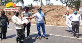 কাপ্তাইয়ে ২২০ চালককে ত্রাণ সহায়তা দিলো উপজেলা পরিষদ