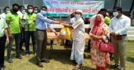 নোয়াখালীতে ৩০০ ট্রাক-লরি শ্রমিক পেলেন প্রধানমন্ত্রীর উপহার